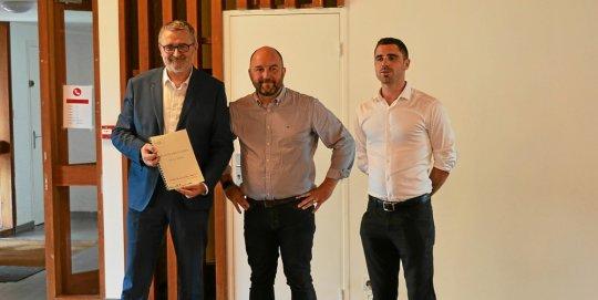 De gauche à droite : Éric Guellec (deuxième adjoint au maire de Brest et vice-président de Brest Métropole), Johan Richard (adjoint local à la vie quotidienne et à la sécurité) et Tom Héliès (conseiller municipal local).
