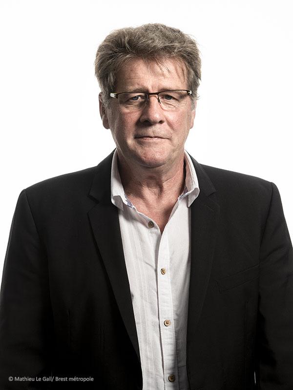Larry RÉA