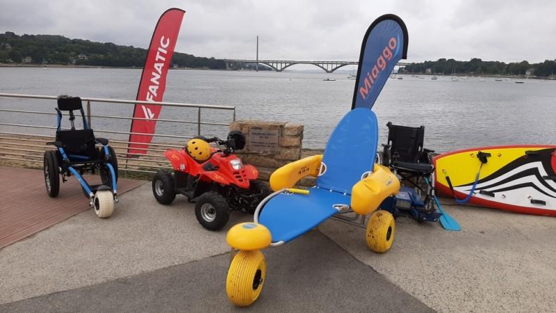 Du matériel adapté aux PMR pour profiter de la plage et de l'été.